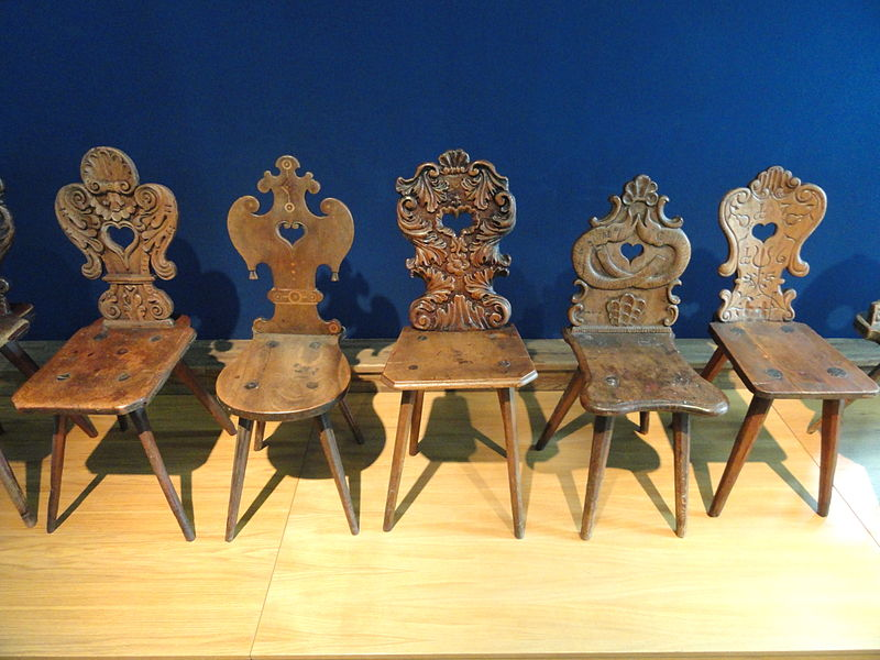 800px-furniture_-_tiroler_volkskunstmuseum_-_dsc01443